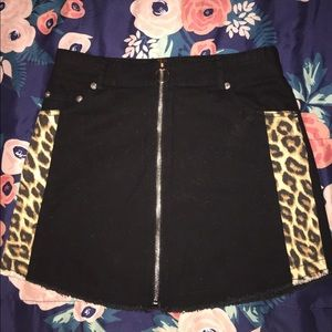 I'm selling this mini skirt from forever 21